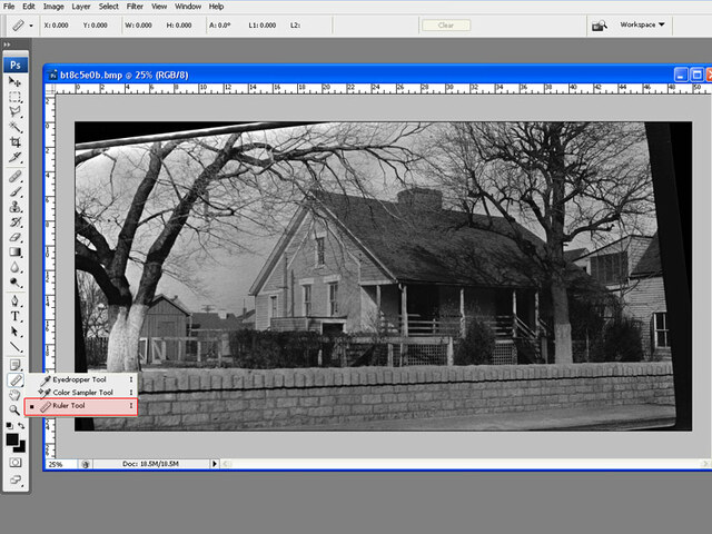 Thước trong Photoshop hiển thị pixel theo mặc định, nhưng bạn có thể thay đổi đơn vị đo như mong muốn bằng cách nhấp chuột phải vào thước